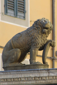 The lion on the Pozzo del Leoncino (Lion's well)